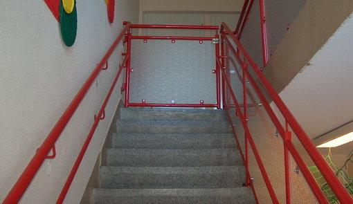 Treppengeländer Kindertagesstätte mit Kinderhandlauf