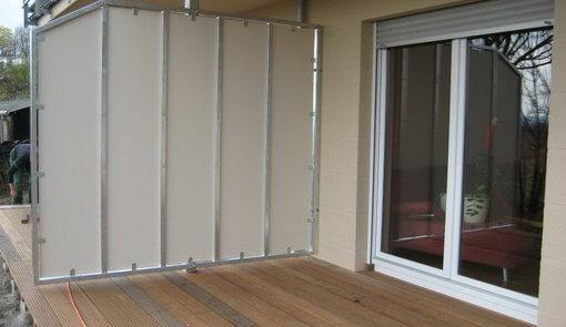 Balkonabtrennung mit Trespafüllung
